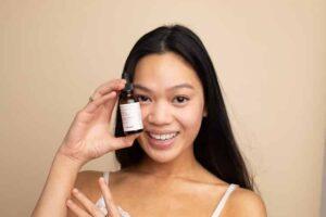 Produk skincare untuk kulit berminyak ini harus ada di dalam bisnismu